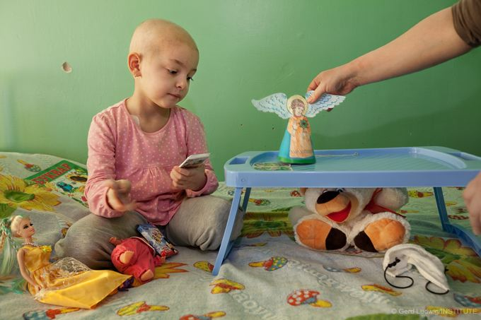5-year-old Veronika suffering from leukemia receives treatment in Kiev